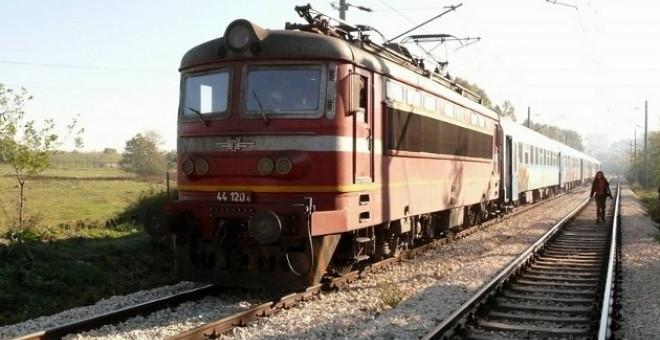 Запали се локомотивът на бърз влак Бургас - София