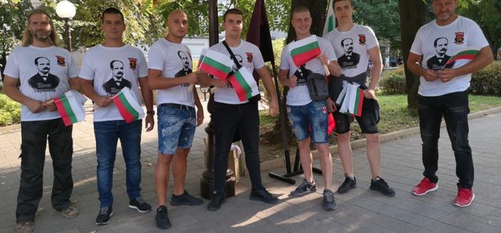 Близо 1000 български знамена подари ВМРО