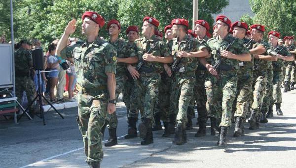 Обявиха конкурс за 185 вакантни войнишки длъжности